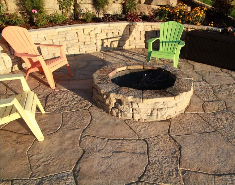 Outdoor Pallet Fire Pit