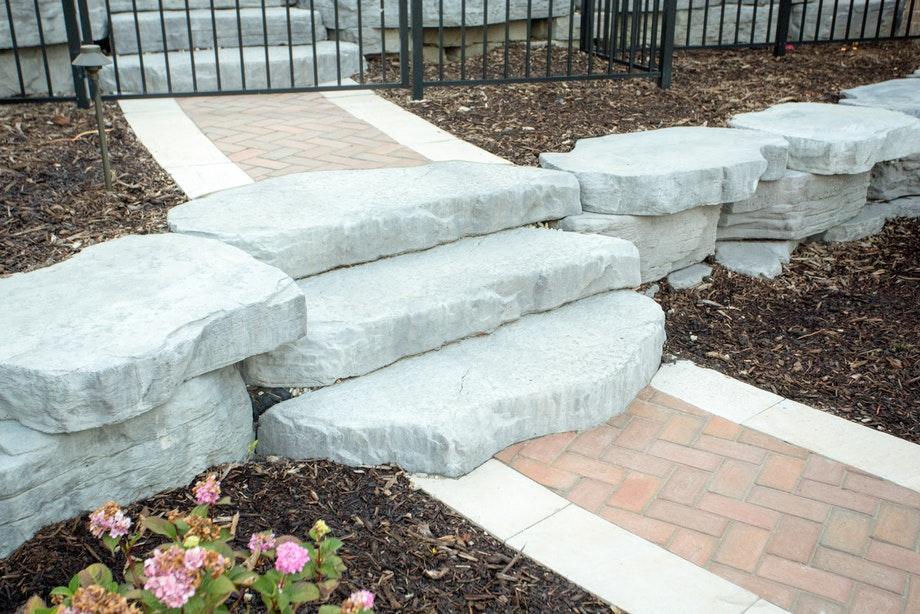 irregular steps step treads pavers retaining walls niemeyer